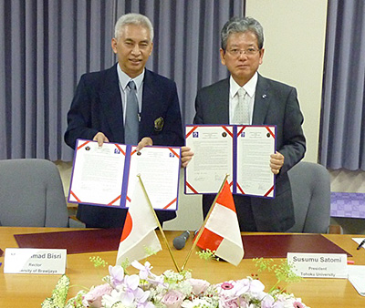 Mr. Rector Bisri(left)  and President Satomi(right)