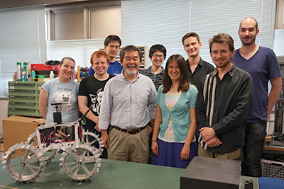 >Kazuya Yoshida (fourth from left) and students at Tohoku University